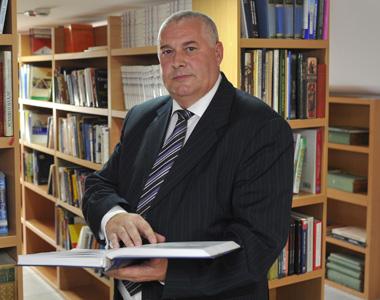 Doc. dr Stevan Stojanović